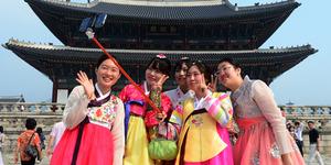 Selfie Pakai Tongsis Di Korea Didenda Rp 300 Juta dan Penjara 3 Tahun