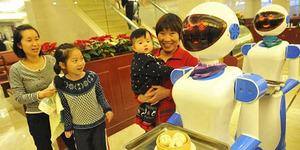Robot Pelayan dari China Harga Rp 115 Juta