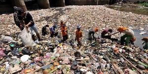 2.000 Pemulung Direkrut Bersihkan Ciliwung Gaji Rp 2,4 Juta