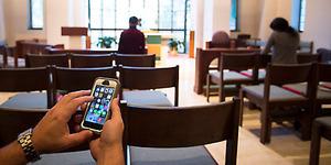 Pastor Pasang Alat Pengganggu Sinyal Ponsel Agar Khusyuk Beribadah