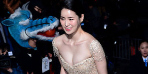 Penampilan Seksi Artis Korea di Blue Dragon Awards 2014