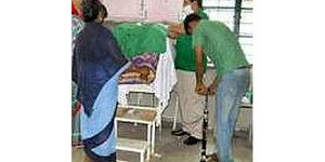 Foto Dokter India Pakai Pompa Sepeda Saat Operasi Pasien