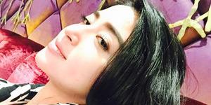 Foto Topless Dewi Perssik Sambil Pose Sensual