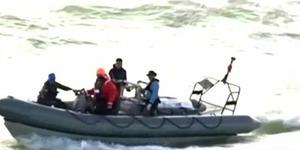 Evakuasi 2 Jenazah AirAsia, Kapal Penyelamat Kandas
