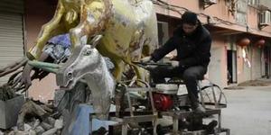 Kakek di Tiongkok Bikin Kendaraan Robot Kuda