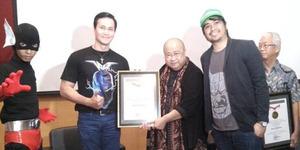 Marcelino Lefrandt Raih Penghargaan MURI Lewat Komik Superhero Volt
