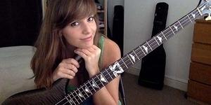 Marta Altesa, Gadis Cantik Jago Main Gitar Bass