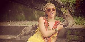 Paris Hilton Asyik Bermain dengan Monyet di Bali