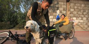 Pemuda Setia Wujudkan Impian Kekasih Lumpuh Keliling Tiongkok