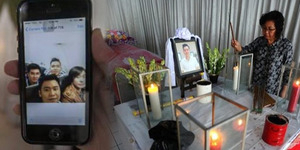 Selfie Terakhir Korban AirAsia Hendra Gunawan Syawal di Pesawat