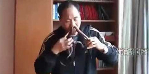 Video Aksi Pria Tiongkok Menelan Ular Hidup-Hidup