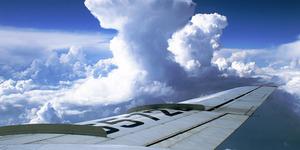 Video Detik-Detik Pesawat Menembus Awan Cumulonimbus