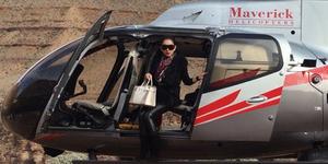 Video: Tak Tok Tak Tok, Syahrini Hampir Jatuh dari Helikopter