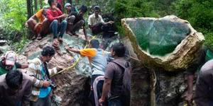 Batu Giok Seberat 20 Ton di Aceh Jadi Rebutan Warga