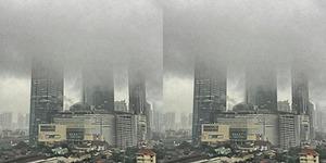 Foto Awan Gelap 'Telan' Gedung di Jakarta