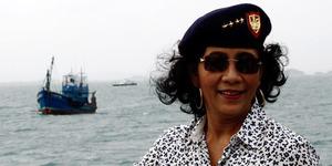 Foto Menteri Susi Pemanasan Saat Tenggelamkan Kapal Thailand