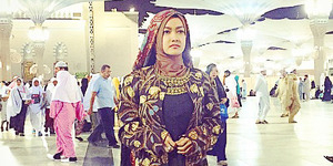 Foto Penampilan Julia Perez Saat Umrah