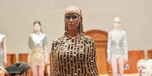 Foto Seksi Amber Rose Tanpa Celana Dalam di New York Fashion Week 2015