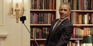 Gaya Kocak Barack Obama Selfie Pakai Tongsis