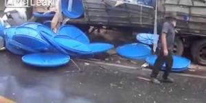 Kecelakaan Truk Muatan di Brasil Malah Dijarah Warga