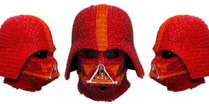 Keren, Helm Darth Vader ini Terbuat Dari 1.000 Permen Gummy Bears!