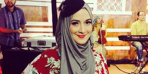 Mantan Model Playboy Andhara Early Kini Cantik Berhijab