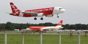 Pesawat AirAsia Nabrak Burung, Penerbangan Dibatalkan
