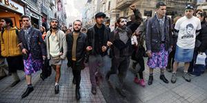 Prihatin Mahasiswi Dibunuh, Pria Turki Pakai Rok Mini