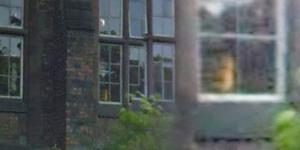 Sosok Hantu Gadis Menangis Terekam Google Street View