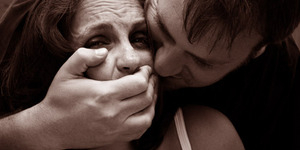 Tragis, Karyawati Bank Tewas Diperkosa Maling di Rumahnya