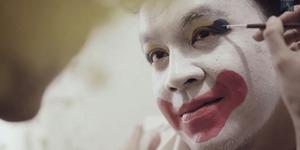 Tulus jadi Badut di Video Klip Jangan Cintai Aku Apa Adanya