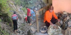 Bukit Batu Akik Ditemukan di Desa Pungut Hilir