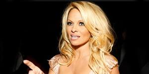 Dicekik Saat Bercinta, Pamela Anderson Gugat Cerai Suami
