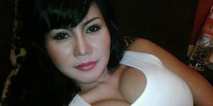 Foto Hot Novita Sari, Seksi dan Menggoda!