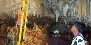 Gua Penuh Batu Akik Ditemukan Warga Pamekasan