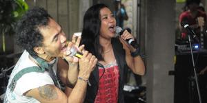 Kaka Slank-Oppie Andaresta Bawakan Lagu Salam Tiga Jari