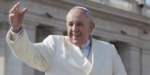 Keluarga Muslim Bosnia Pembuat Kursi Paus Fransiskus