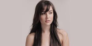 Mantan Bintang Porno Sasha Grey Jadi Penulis Novel Erotis