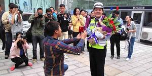 Nyaris Ditilang, Pria Tiongkok Malah Melamar Polwan