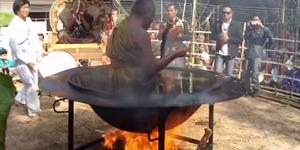 Video Biksu Thailand Kebal Minyak Mendidih