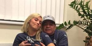 Heboh Foto Maradona Remas Payudara Pacar