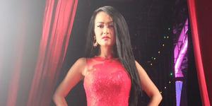 Julia Perez Gandeng Mesra Mumu Si Bodyguard Ganteng