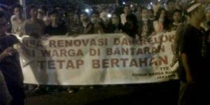 Demo Anarkis, Warga Jebol Pagar Rumah Ahok Tengah Malam