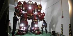 Replika Iron Man Hulkbuster Buatan China