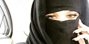Heboh Foto Khloe Kardashian Berhijab & Bercadar