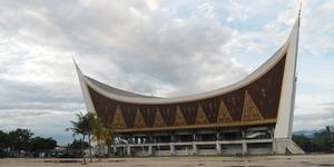 Waduh, Ada Simbol Zionis di Masjid Raya Sumatera Barat?