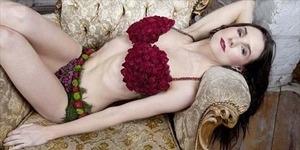 Lingerie Seksi dari Bunga Harga Rp 13,9 Juta