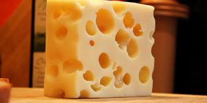 Fakta Ilmiah Penyebab Lubang Pada Keju Swiss
