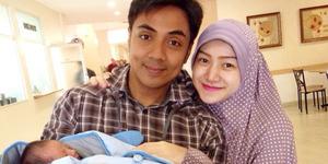 Ustaz Riza Muhammad Dikaruniai Bayi Perempuan Cantik
