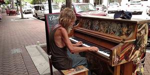 Donald Goud, Pria Gelandangan Jago Main Piano